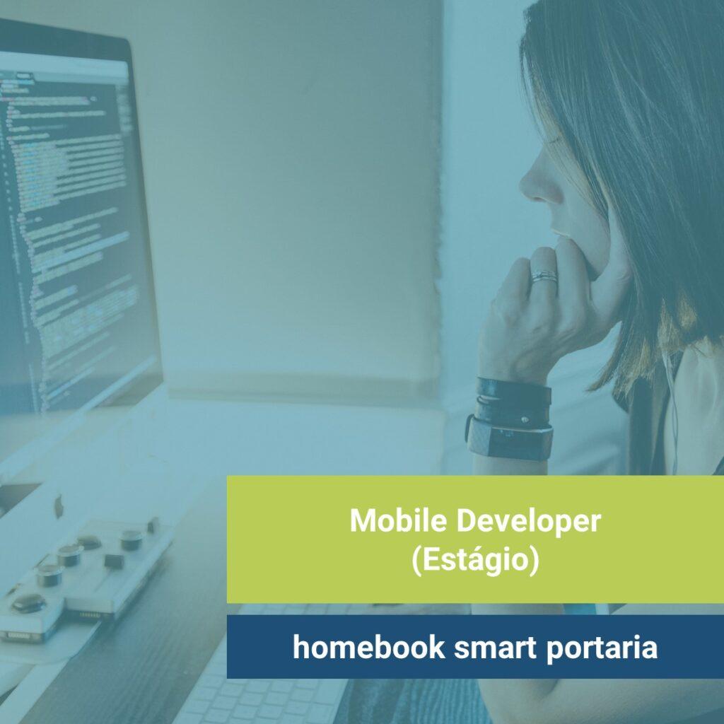 Foto: Mulher branca codando em desktop. Texto: Estágio para Mobile Developer na homebook smart portaria