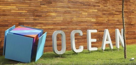 Cubo azul do logotipo da ocean
